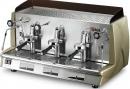Luxus a tak trochu retro design nabízí kávovar Wega Vela, který se samozřejmě vyrábí i v menším provedení.